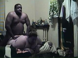 Белую толстуху негр ебет порно толстых женщин