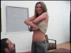 Стеснительная любительница трахается и дает парню кончить ей в рот
