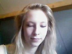 Милая студентка показывает соло шоу на вебкамеру