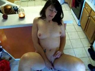 Пожилая жена мастурбирует перед камерой фото 38-607