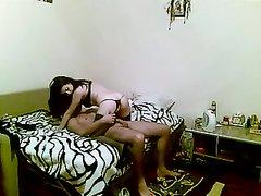 Роскошный долгий секс дома на двойной кровати
