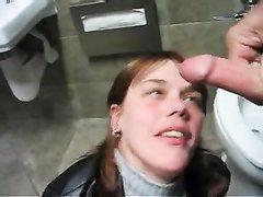 Реальный любительский минет от красотки в общественном туалете торгового центра