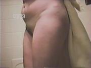 Подглядывание за волосатой киской жены в душе