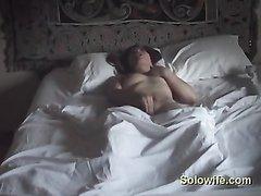 Утренняя мастурбация одинокой женщины