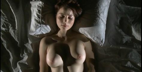 жена доводит себя до оргазма смотреть
