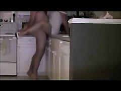 Шикарная домохозяйка став зрелой завела любовника, который по всякому натягивает её на кухне