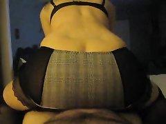 Домашняя толстуха с потрясающе большой попой трётся киской об пенис супруга