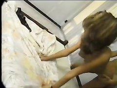 Очкастая домохозяйка раздвинула ноги перед женатым соседом, с которым уже давно хотела секса