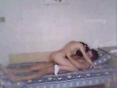 Красивая девушка из Болгарии пригласила домой в постель ухажёра и тот трахал её нежно, наслаждаясь мокрой киской