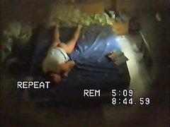 Скрытая камера в спальне снимает домашнюю мастурбацию дамы с большой попой