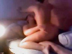 Скрытая камера записывает домашний секс с широкобёдрой немецкой брюнеткой