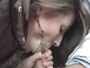 Молодая пассажирка сделала водителю любительский минет с окончанием в рот