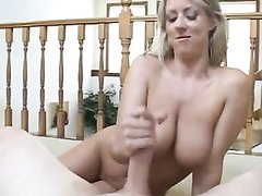 Грудастая молодая блондинка от первого лица дрочит член любовника в постели