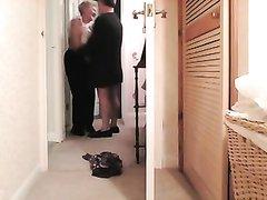 Зрелая толстуха с большой попой перед скрытой камерой шалит с любовником