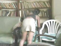 Негритянка строчит домашний минет белому поклоннику для окончания на лицо