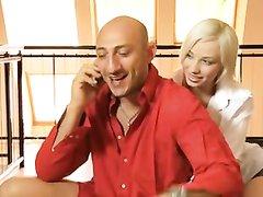 Жёсткий любительский анал с окончанием на лицо молодой немецкой блондинки