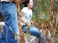 Любительское подглядывание за шлюхой сделавшей минет и трахнувшейся на природе