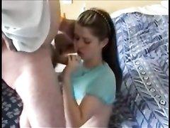 Молодая девушка сделала домашний минет и зрелый чувак лизал попу и киску