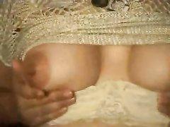 Русская зрелая блондинка обожает домашнюю групповуху с поклонниками
