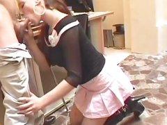 Молодая француженка сделав домашний минет жёстко трахнулась с коллегой