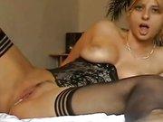 Любительский минет с анальной мастурбацией и окончание внутрь зрелой блондинки