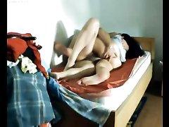 Подглядывание любительского секса со зрелой брюнеткой отдавшейся соседу