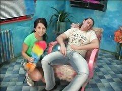 Незабываемый домашний секс с окончанием на лицо знойной молодой брюнетки