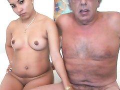 Зрелый развратник перед вебкамерой трахает молодую любовницу на кровати