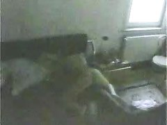 Зрелая домохозяйка перед скрытой камерой изменила супругу трахнувшись с негром