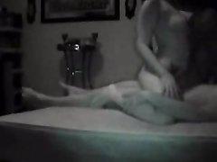 Скрытая камера вечером снимает домашний секс втроём со зрелой брюнеткой