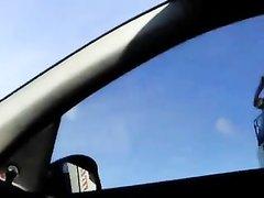 В машине зрелая авто леди спустив трусики трогает киску и гладит сиськи