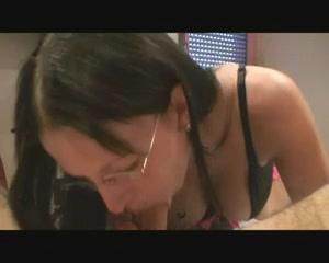 Немецкая фигуристая красотка обожает жёсткий домашний секс с минетом