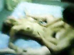 Молодая жена сделав минет занялась любительским сексом с мужем в постели