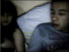 Вечерний домашний секс с молодой и фигуристой брюнеткой перед вебкамерой