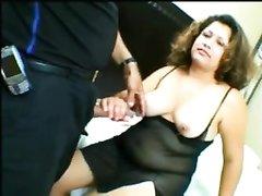 Латинская толстуха с большой попой сосёт чёрный член и трахается с любовником
