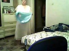 Домашний стриптиз от зрелой и толстой русской блондинки с большими сиськами