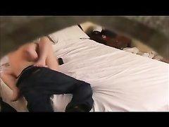 Скрытая камера снимает домашний секс с парнем трахающим красотку после куни