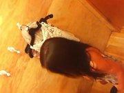 Подглядывание по скрытой камере за молодой девушкой раздевшейся в примерочной