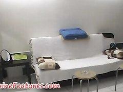 Домашнее подглядывание за обнажённой чешской блондинкой оголившей круглую попу