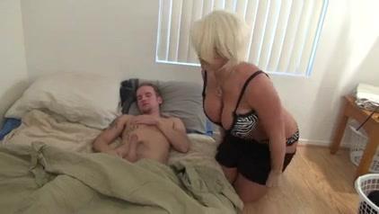 Старики взрослая брюнетка сосет член влагалище порно смотреть