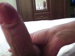 Домохозяйка крупным планом дрочит член от первого лица до бурного оргазма