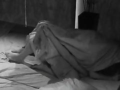 Подглядывание супружеской измены красотки отдавшейся любовнику в постели