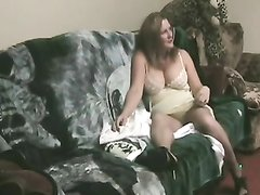Подглядывание за шикарной зрелой женщиной сосущей член молодого любовника