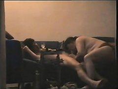 Молодой любовник перед домашней скрытой камерой сделал куни зрелой толстухе