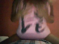 Загорелая зрелая толстуха перед домашней вебкамерой оголила большие сиськи