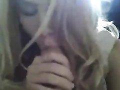 Сногсшибательная блондинка от первого лица чеканит чудный домашний минет