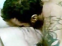 Пылкий ухажёр сделал куни и трахнул молодую домохозяйку в анальную дырочку