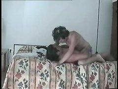 Домашняя скрытая камера снимает супружескую измену латинской красотки