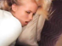 Негр от первого лица трахнул блондинку после домашнего минета и кончил внутрь