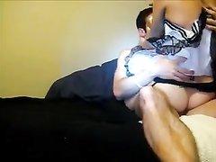 Аппетитная медсестра в чулках радует поклонника домашним сексом с минетом